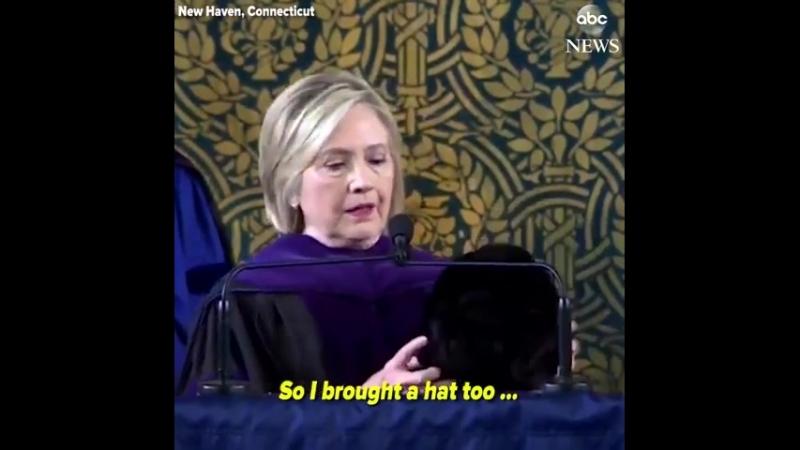 Hillary Clinton a acheté un chapeau russe