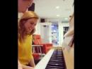 Габча преподает Верча пианино