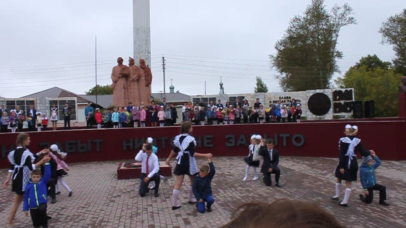 Танец на 1 сентября, Панкрушиха. 11 и 1 классы.