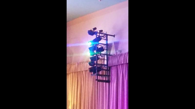 Прожектора разноцветные свет в ДК Чайка на Пр-те Буденного 20180422_185351