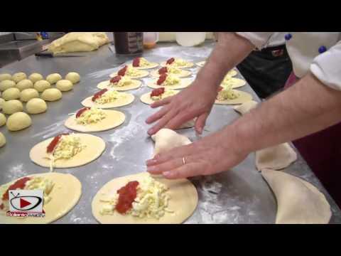 Gli sfizi di mezzogiorno la video ricetta del calzone leccese