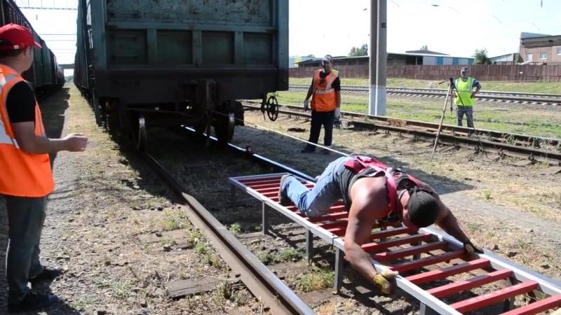 Донской силач Дмитрий Нагорный сдвигает с места товарный поезд!