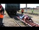 Донской силач Дмитрий Нагорный сдвигает с места товарный поезд