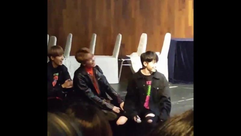 Vernon's reaction while Seungkwan was performing