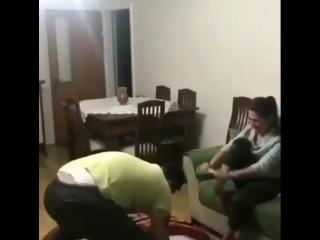 Рабыни моет ноги госпоже и потом пьет эту воду, смотреть фильм порно с большими сиськами