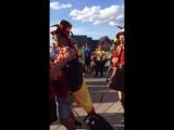 Бельгийский болельщик на глазах бразильских изображает Неймара на набережной Казани