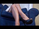 Девушка в колготках показала свои ножки Нейлоновые колготки на ножках