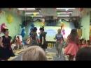 Родители танцуют Буги Вуги на выпускном в стиле Стиляги