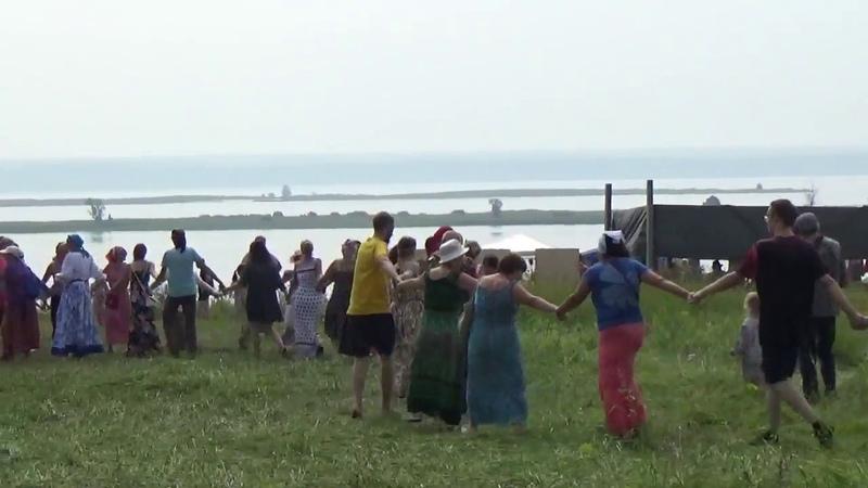 Хороводы на фестивале Родники (поёт Велеслава)