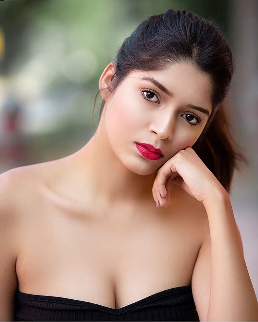 Dashing beauty South Indian
