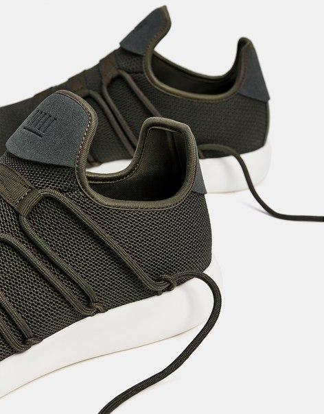 Кроссовки с цельным верхом и шнуровкой