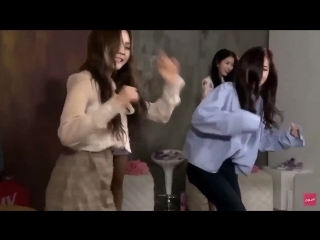 sinb and umji looking like they're drunk in the club