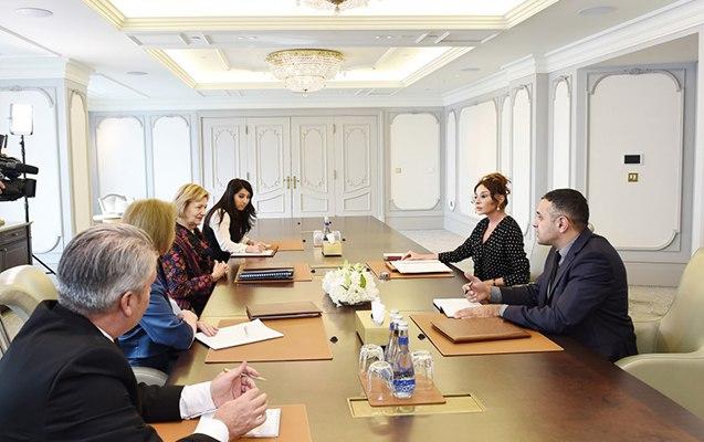 Mehriban Əliyeva Britaniyanın ticarət elçisi ilə görüşüb
