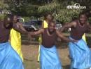 Руандийские танцевальные исполнители репетируют народный танец «Инторе»