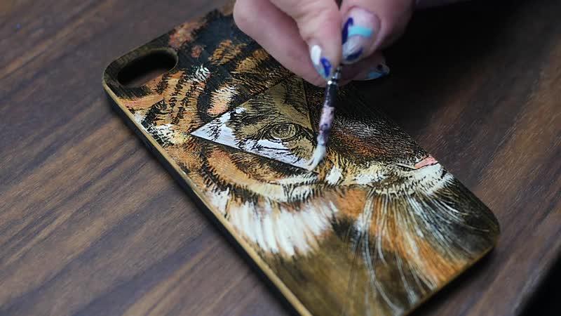 CreedCase   Чехол из дерева с гравировкой - Тигр