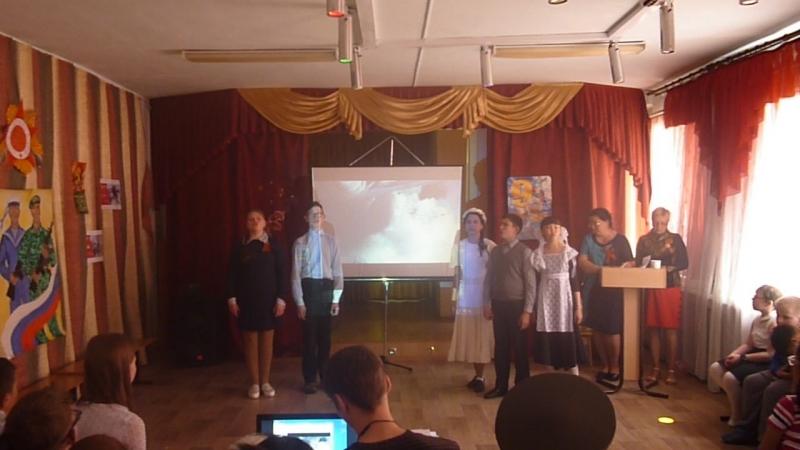 Поет класс моей дочери на 9 мая в СКОШИ №62