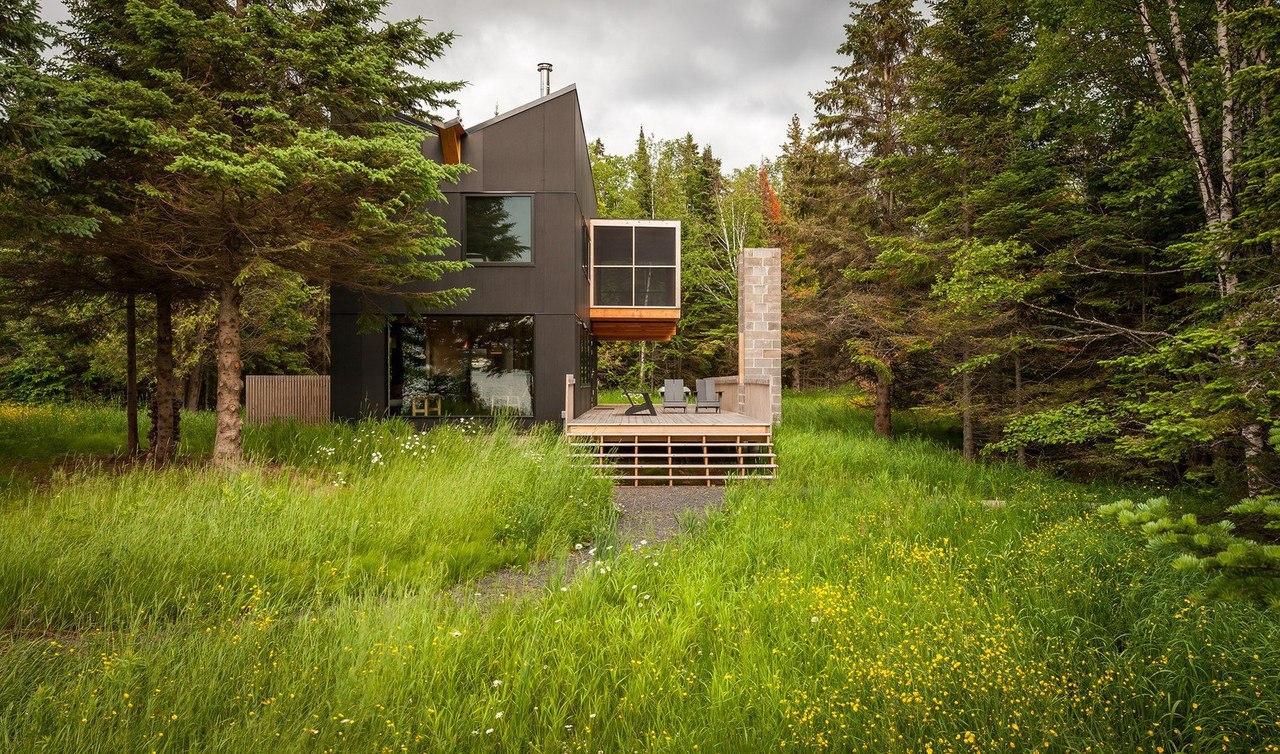 Уют загородного дома на берегу озера