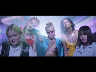 Tove Lo feat. Charli XCX, Icona Pop, Elliphant, ALMA - bitches (Official Video)