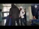 Пьяный пассажир с оружием устроил дебош в аэропорту