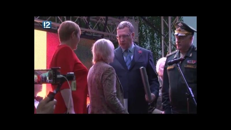 Глава Омского региона вручил высокую награду родственникам погибшего фронтовика