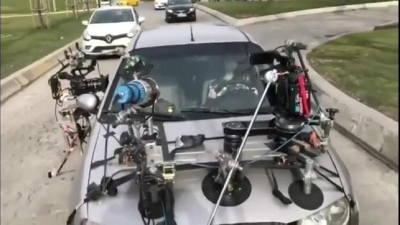 Айча Айшин Туран на съемках сериала Защитник