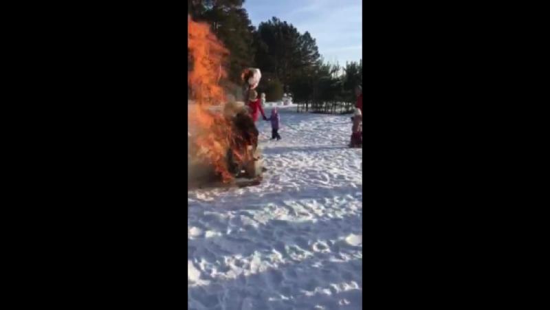 Сожжение чучела на Масленицу от Золотого глобуса