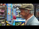 Русский Дональд Дак покупает водку