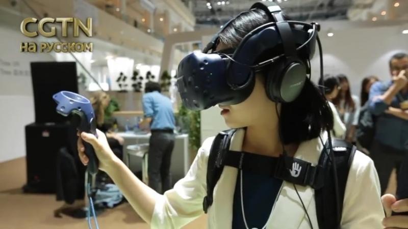 Тина Канделаки, VR-очки и роботы - российская телеведущая посетила форум Летний Давос-2018