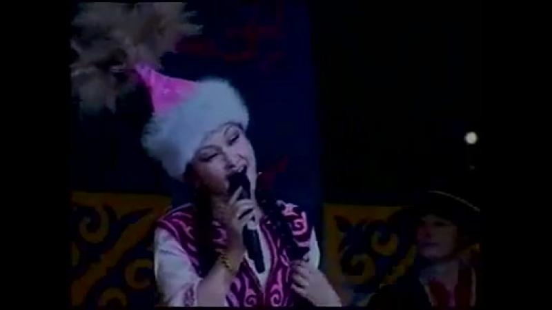 Kazakh folk song 'Қара-ай көзім', Айнұр Қажимолла қызы. Qazaq - Қытай Қазақтары.mp4