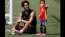 Isco Alarcon Playing With His Son Isco Alarcon Calderon