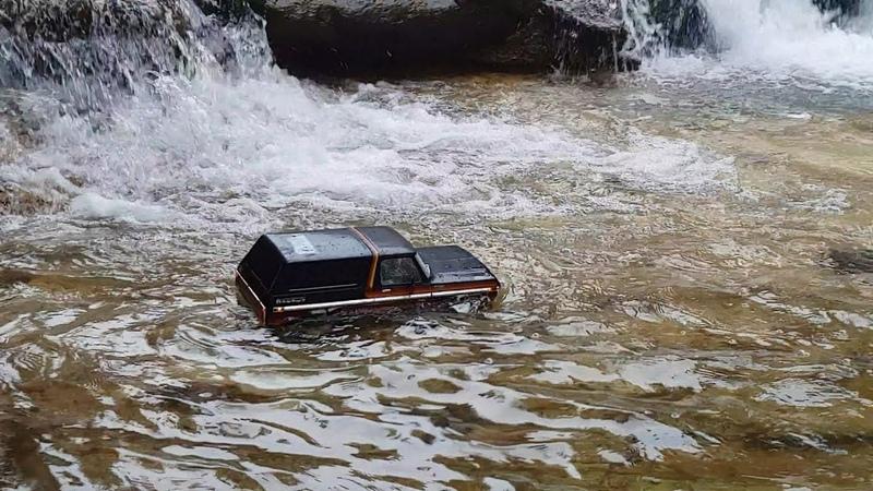 Traxxas TRX4 Ford Bronco Rain Valley Crawling 2