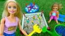 Видео для девочек с куклами. Барби и Челси сажают цветы
