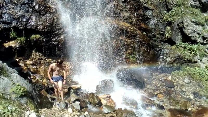 Махар. Купание в водопаде.