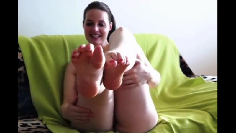 Nude Busty Helen Licks her Feet