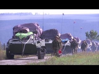 Погрузка военной техники ВДВ России в самолеты Ил-76МД перед активной фазой маневров «Восток-2018»