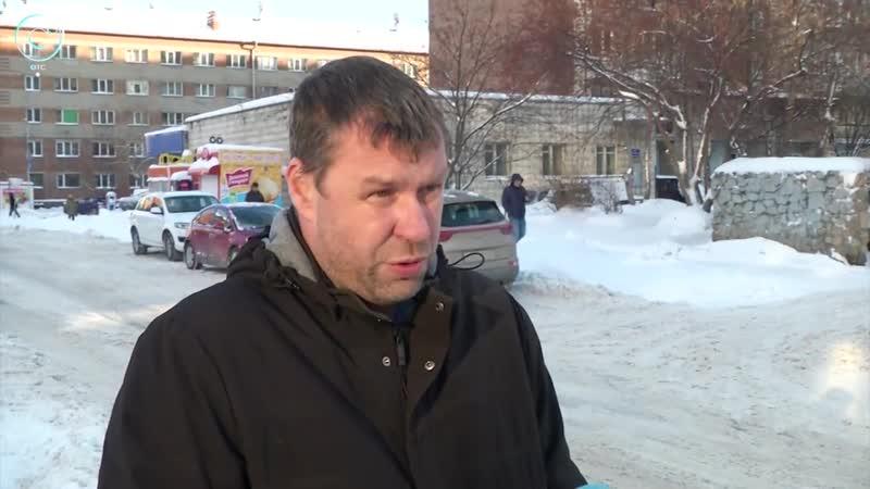 Буксуют фуры, растут пробки. Ночной снегопад парализовал движение в Новосибирске