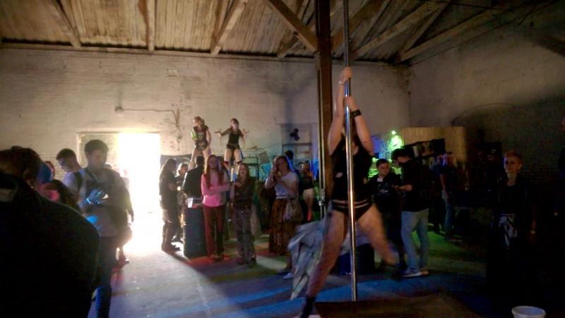 Танцы на шесте под кантри о О AFTERTOWN
