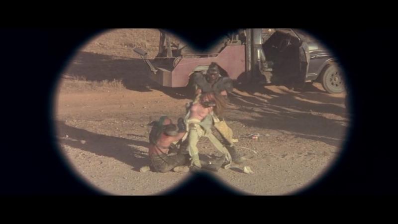 сцена насилия(бдсм, изнасилование, садизм) из фильма: Mad Max 2(Безумный Макс 2: Воин дороги) -1981 год