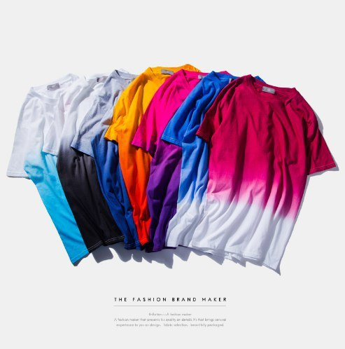 Яркие градиентовые футболки