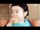 Шок! Ребенок ест овощи!