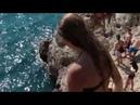 Ей 12 лет. Посмотрите, как она ныряет со скал в море! Крымчанка