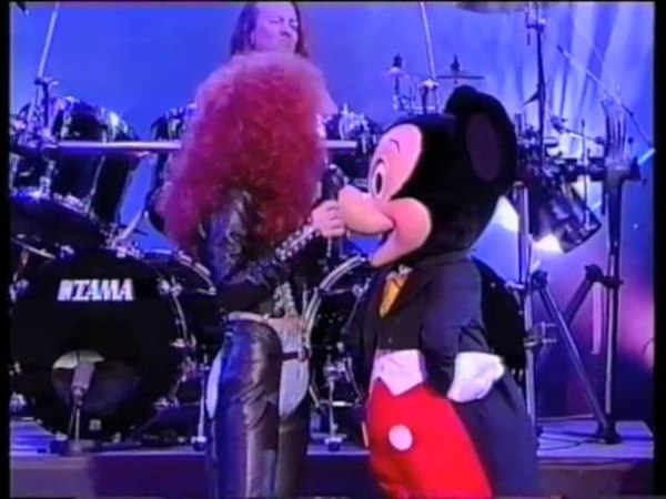 Cher Mickey Mouse - The Shoop Shoop Song (It's in His Kiss) (Live)