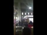 Чувак просто ходил по Курскому вокзалу и резал людей ножом. - Очевидцы долго не могли найти ментов, которые могли бы задержать в
