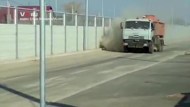 Жителей Гумрака задушили пылью во время уборки