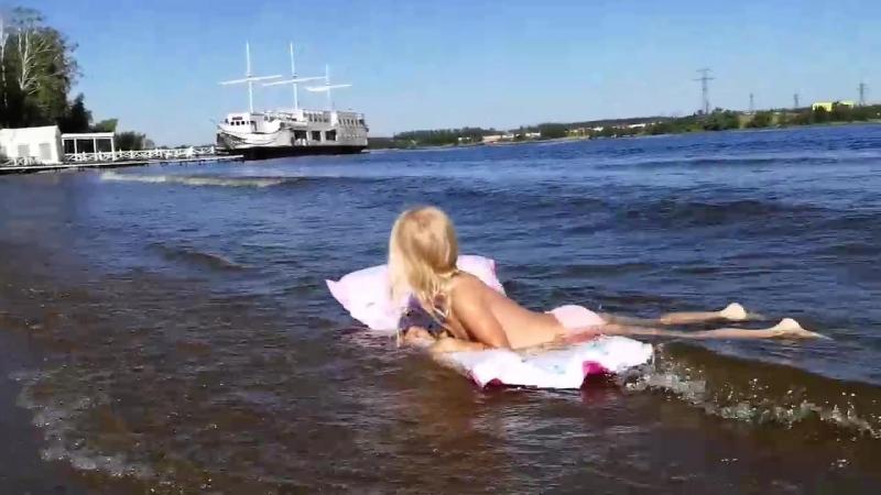 Лето 2018 Новоалександрово,, Ксюша, матрац и волны