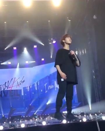 """𝐀𝐌𝐁𝐑𝐄 ♡´𝐬 한지성 on Instagram: """"jisung is very short, its cute :( ❤️"""""""