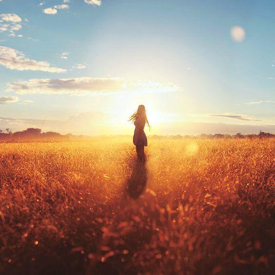 Когда кажется, что жизнь трудна, поймите, что просто Вселенная любит вас слишком сильно, чтобы оставить вас в покое.