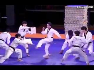 Корейские тхэквондисты. Чудеса акробатики