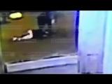 Падение девушки с террасы торгового комплекса в Питере.
