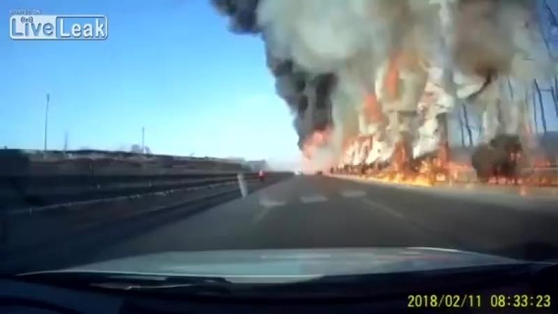 огненный ад на дороге возник из ниоткуда
